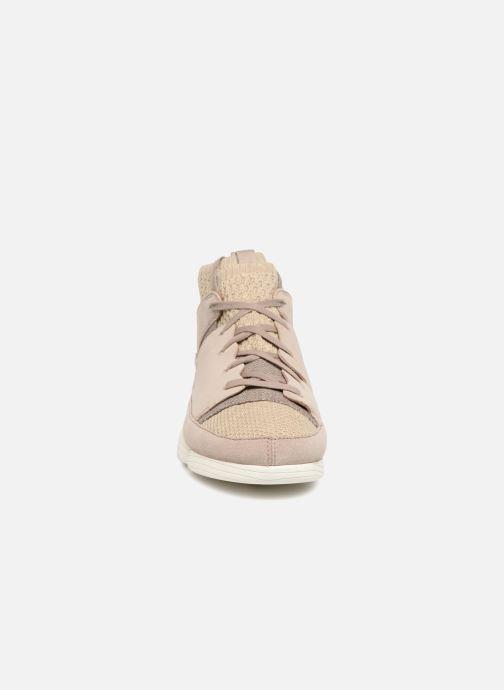 Sneakers Clarks Originals Trigenic Evo  M Grigio modello indossato