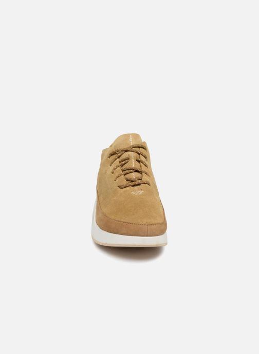 Baskets Clarks Originals Kiowa Sport M Beige vue portées chaussures