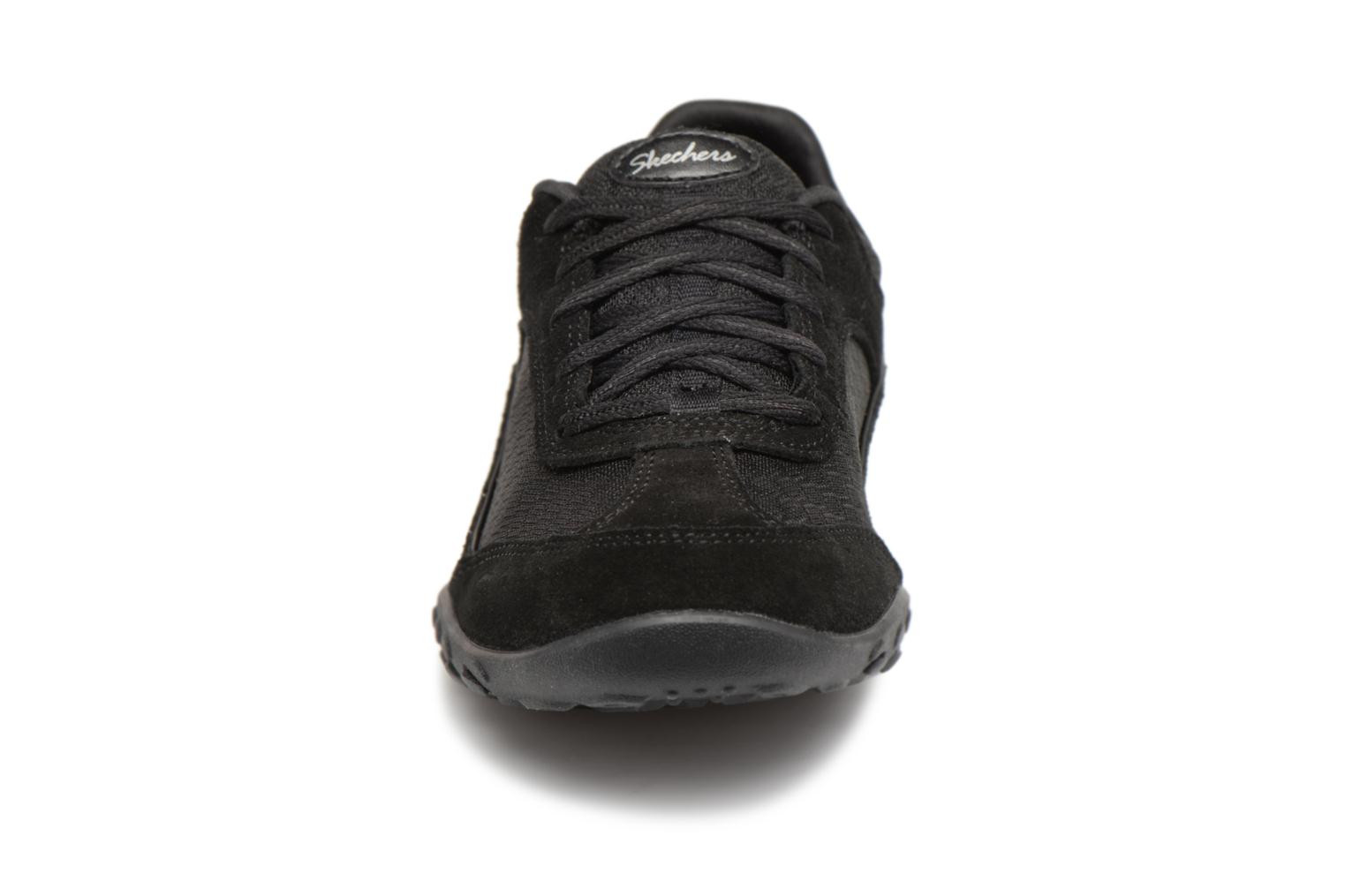 Sneakers Skechers Breathe-Easy Simply Sincere Svart bild av skorna på