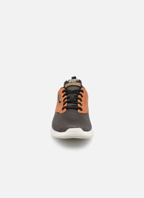 Sneakers Skechers Depth Charge Trahan Nero modello indossato