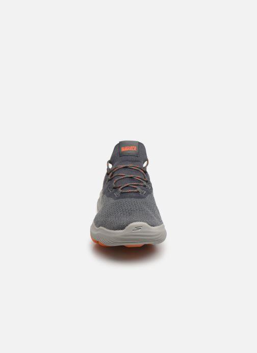 Sneaker Skechers Go Walk Revolution Ultra grau schuhe getragen