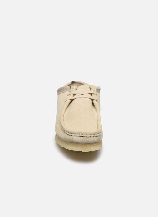 Zapatos con cordones Clarks Originals Wallabee Blanco vista del modelo