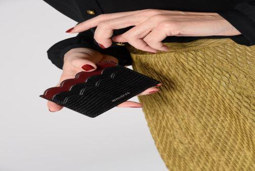 Petite Maroquinerie Vanessa Bruno Card Holder 5CC Noir vue bas / vue portée sac