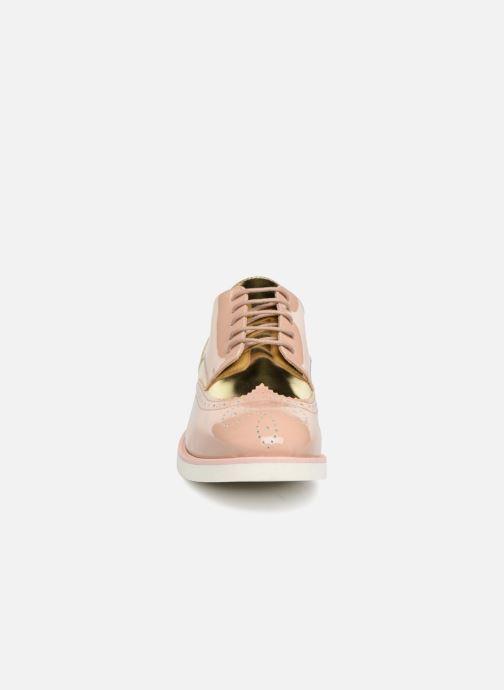 Zapatos con cordones COSMOPARIS ELA Beige vista del modelo