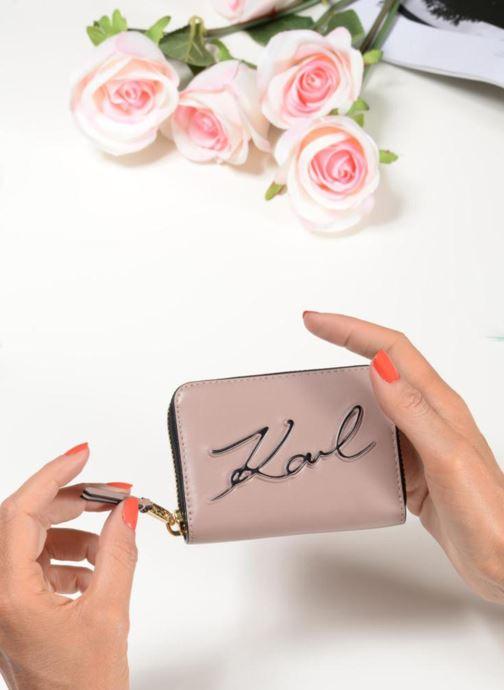 Petite Maroquinerie KARL LAGERFELD K/Signature Zippé Rose Poudré Rose vue bas / vue portée sac
