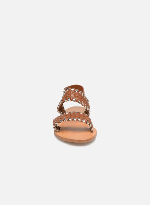 Sandales et nu-pieds Petite mendigote CAOUTCHOUC Marron vue portées chaussures