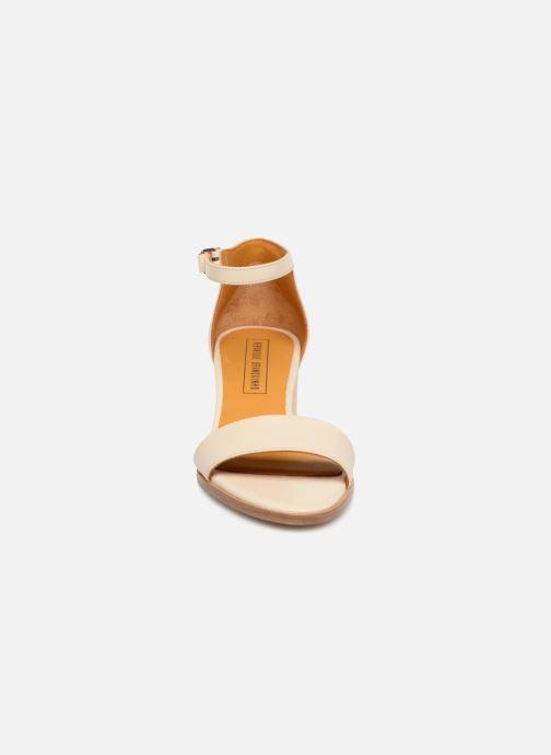Sandales et nu-pieds Veronique Branquinho Sandales à petit talon Beige vue portées chaussures