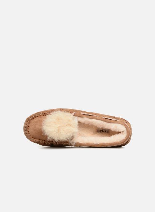 Pantoffels UGG Dakota Pom Pom Bruin links