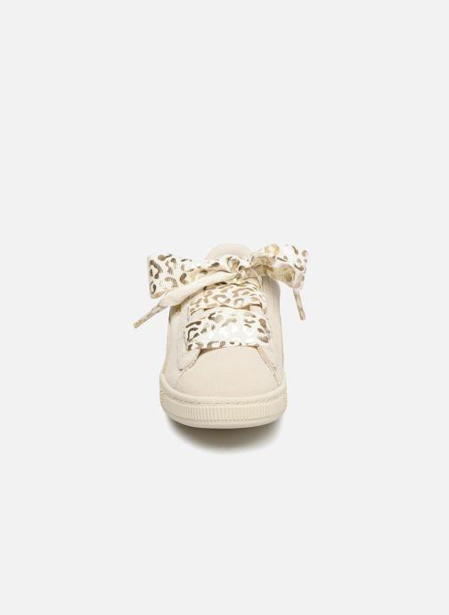 Baskets Puma Suede Heart Ath Lux J Blanc vue portées chaussures