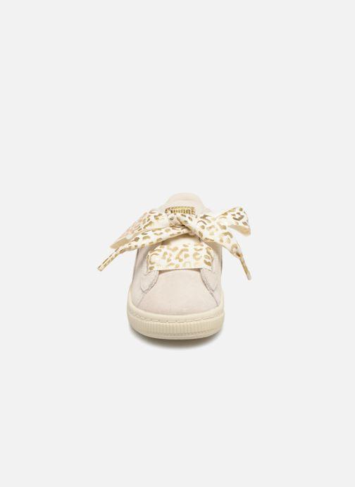 Baskets Puma Inf Suede Heart Ath Lux Blanc vue portées chaussures