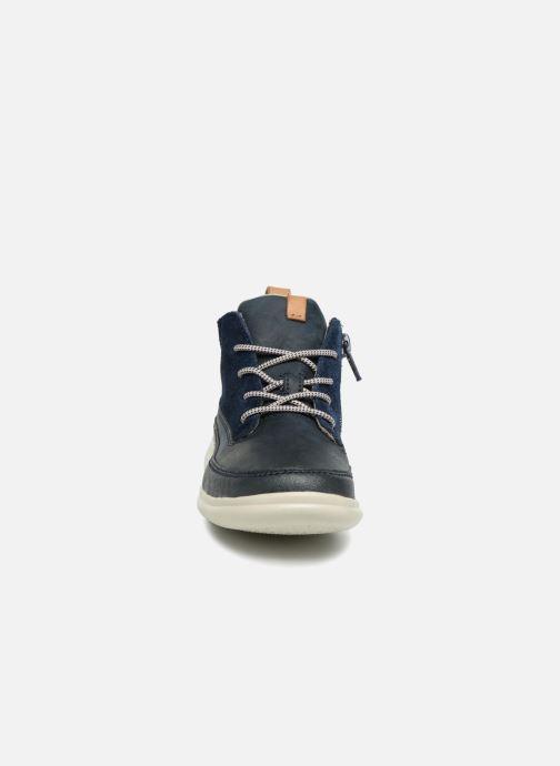 Baskets Clarks Cloud Air inf Bleu vue portées chaussures