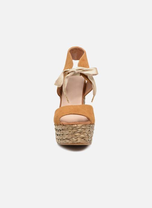 Sandales et nu-pieds Kanna KV7514 Marron vue portées chaussures