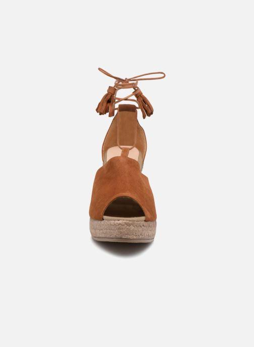 Sandales et nu-pieds Kanna KV7141 Marron vue portées chaussures