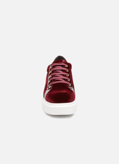 Baskets Kanna KI7840 Bordeaux vue portées chaussures