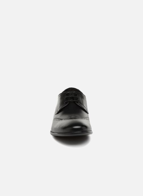 Scarpe con lacci Base London BUCKINGHAM Nero modello indossato