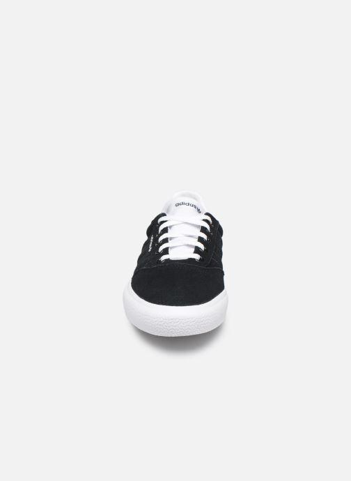 Sneakers adidas originals 3MC J Nero modello indossato