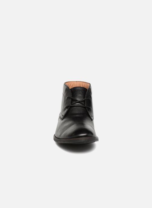 Bottines et boots Clarks Glide Chukka Noir vue portées chaussures