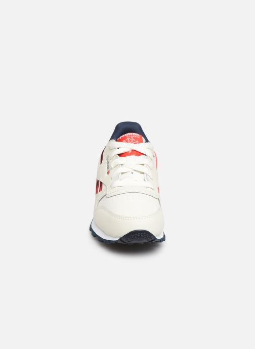 Sneakers Reebok Classic Leather C Bianco modello indossato