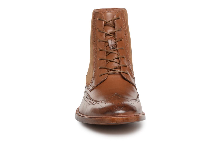 Bottines et boots Clarks James Hi Marron vue portées chaussures