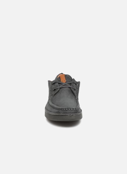 Scarpe con lacci Clarks Oakland Seam Grigio modello indossato