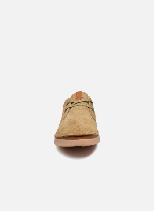 Chaussures à lacets Clarks Oakland Lace Beige vue portées chaussures
