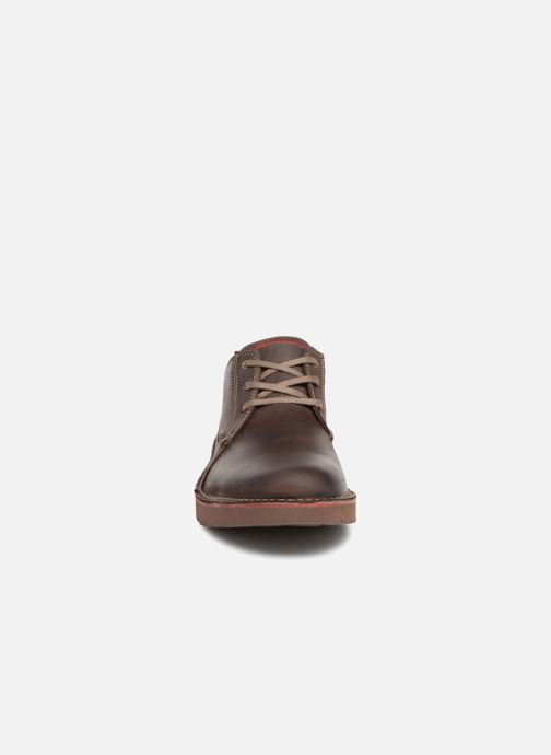 Scarpe con lacci Clarks Vargo Plain Marrone modello indossato