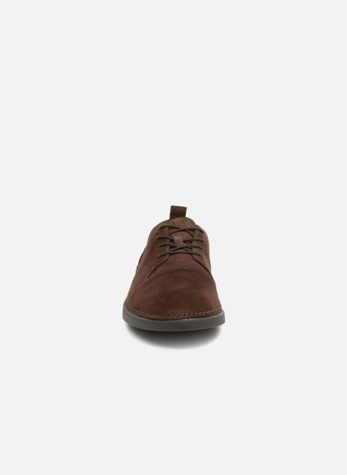 Trainers Clarks Hale Lace Brown model view
