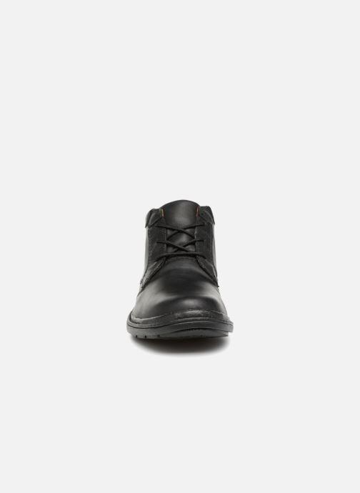Bottines et boots Clarks Unstructured Rockie Hi GTX Noir vue portées chaussures