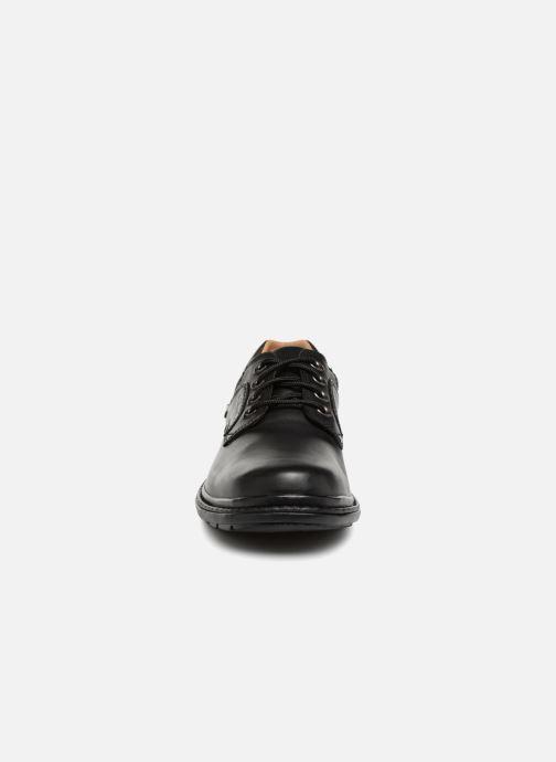 Chaussures à lacets Clarks Unstructured Rockie Lo GTX Noir vue portées chaussures