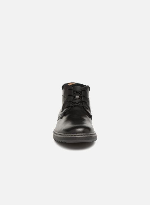 Bottines et boots Clarks Unstructured Un Geo Mid GTX Noir vue portées chaussures