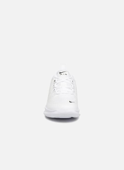 Baskets Nike Air Max Axis (GS) Blanc vue portées chaussures
