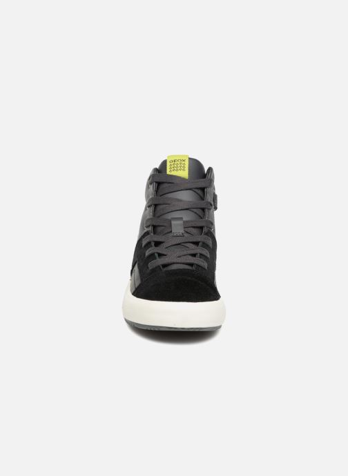 Sneakers Geox J Alonisso Boy J842CA Nero modello indossato