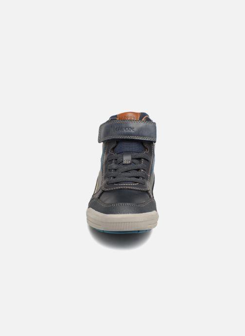 Baskets Geox J Arzach Boy J844AA Bleu vue portées chaussures