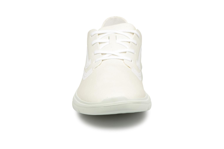 Baskets Vans VA38FGN7G Blanc vue portées chaussures