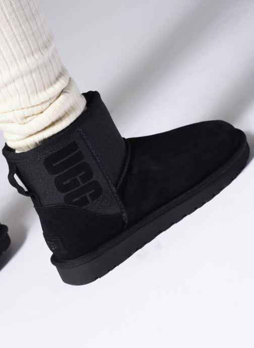 Bottines et boots UGG W Classic Mini UGG Sparkle Noir vue bas / vue portée sac