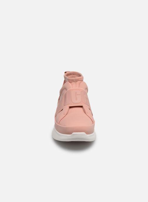 Deportivas UGG Neutra Sneaker Rosa vista del modelo