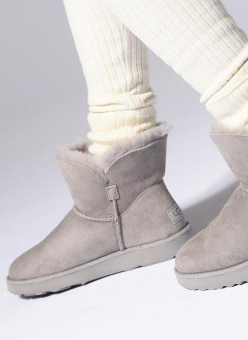 Bottines et boots UGG W Classic Cuff Mini Gris vue bas / vue portée sac