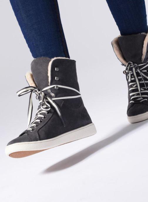 Sneaker UGG W Starlyn grau ansicht von unten / tasche getragen