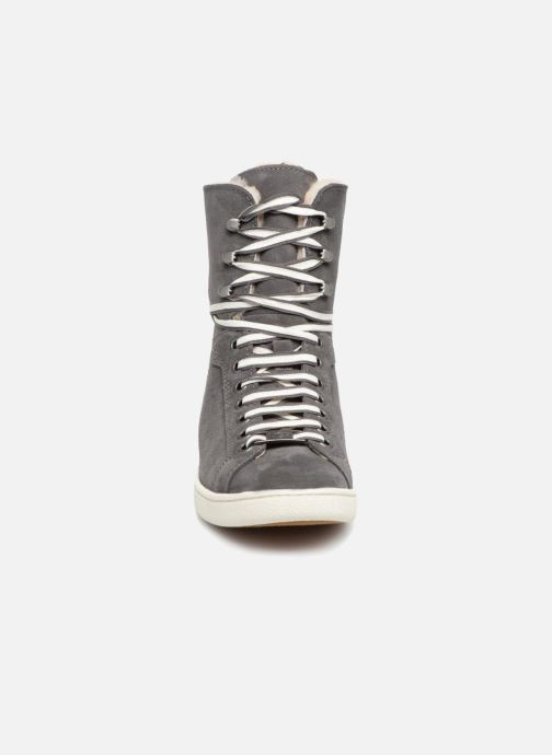 Sneaker UGG W Starlyn grau schuhe getragen
