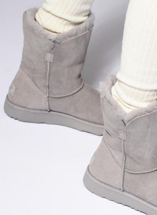 Bottines et boots UGG W Classic Cuff Short Gris vue bas / vue portée sac