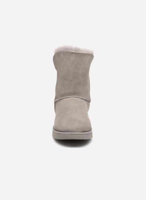 Bottines et boots UGG W Classic Cuff Short Gris vue portées chaussures
