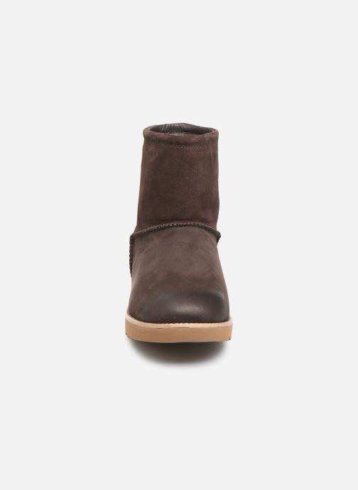 Bottes UGG M Classic Toggle Waterproof Marron vue portées chaussures