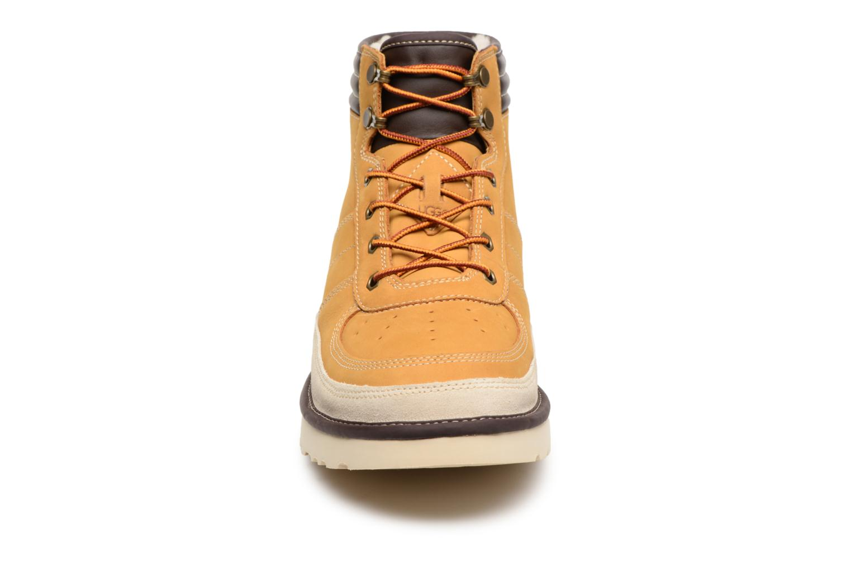 Bottines et boots UGG M Highland Sport Beige vue portées chaussures