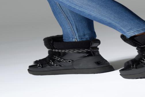 Chaussures de sport UGG W Highland Waterproof Noir vue bas / vue portée sac