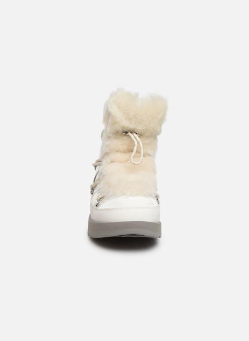 Chaussures de sport UGG W Highland Waterproof Blanc vue portées chaussures
