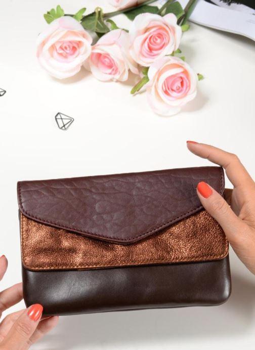 Portemonnaies & Clutches Craie Maxi pocket orange ansicht von unten / tasche getragen