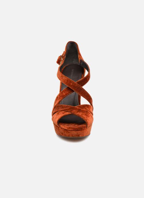 Sandali e scarpe aperte Tila March TMS237-AB-38 Arancione modello indossato