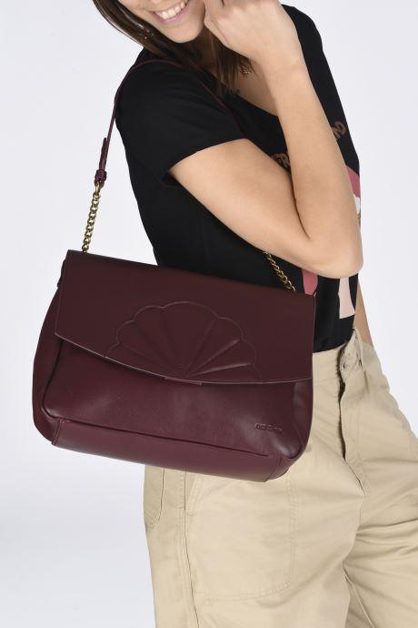 Handtaschen Nat & Nin CHELSEA weinrot ansicht von unten / tasche getragen