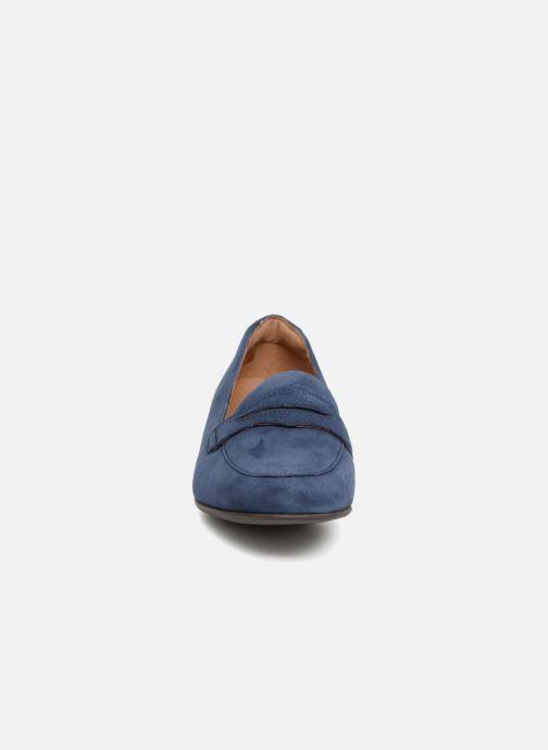 Mocassini Clarks Unstructured Un Blush Go Azzurro modello indossato