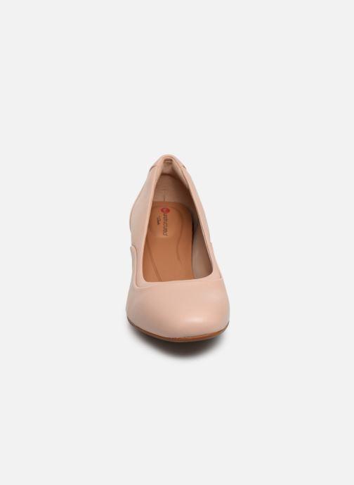 Zapatos de tacón Clarks Unstructured Un Cosmo Step Rosa vista del modelo
